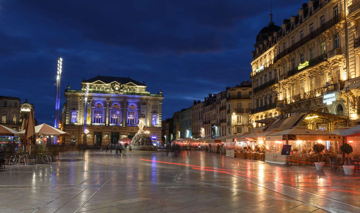 Place-de-la-comedie-de-nuit_format_1180x700