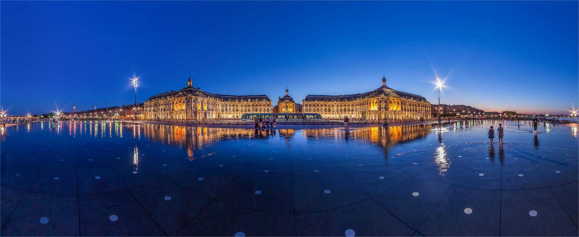 Miroir-d-eau-Bordeaux-Credit-Christophe-Bouthe